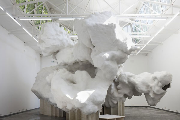 """Bereits für die Kunstinstallation """"Incidental Space"""" auf der Biennale in Venedig setzte die Firma Bürgin auf Poraver® Blähglas zur Verbesserung der speziellen Betonrezeptur."""