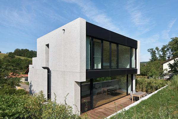 Seitenansicht monolithisches Haus aus Leichtbeton